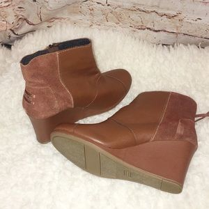 TOMs  Leather Suede Avery Zipper Tassel Wedge Boot